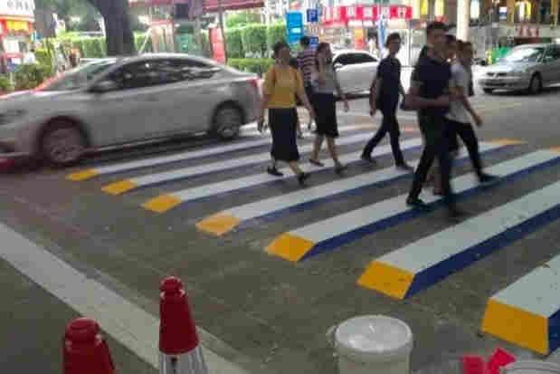 First 3-D zebra crossing in Shenzhen city