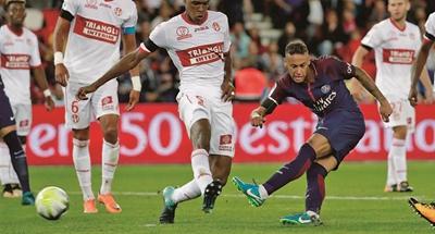 Neymar targets improvement after phenomenal home debut