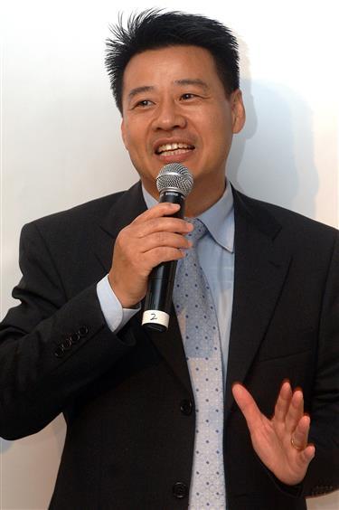 Wu Jingui has been named Gus Poyet's replacement as Shanghai Greenland Shenhua head coach.