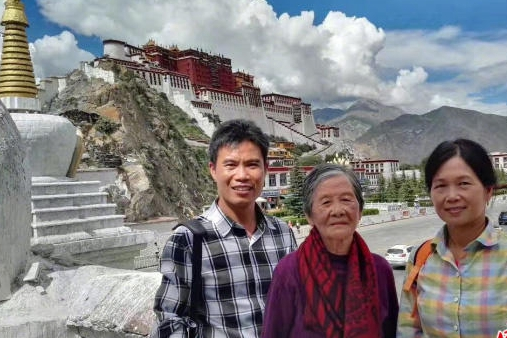 Man takes 88-year-old mother on cross-country road trip