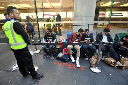 Apple's iPhone 8 launch in Sydney sees bleak turnout
