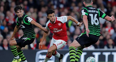 Wenger denies sending message to Sanchez with rare start