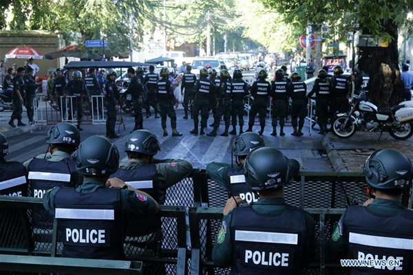 Security forces block road leading to Supreme Court in Cambodia