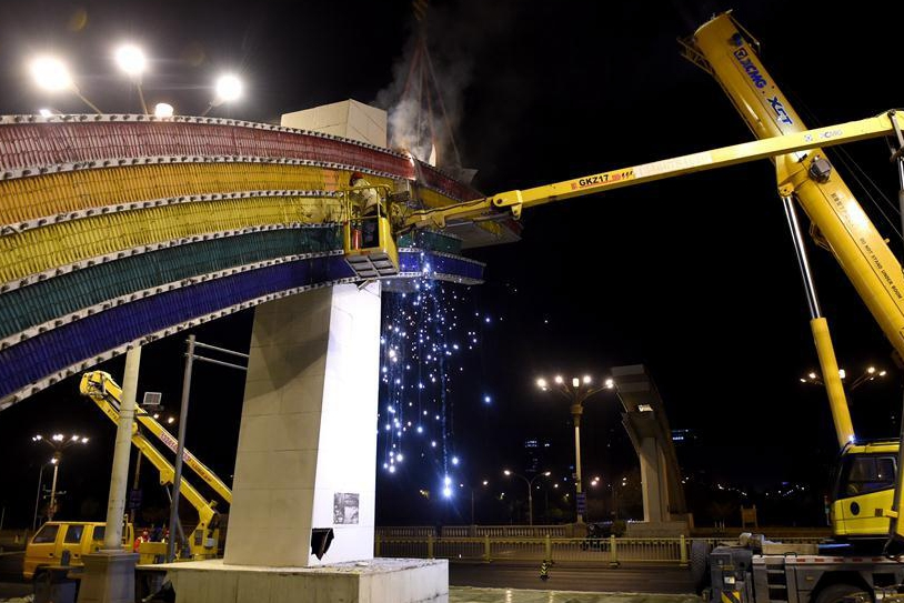 """Beijing rebuilds iconic """"rainbow gates"""" on Chang'an Avenue"""