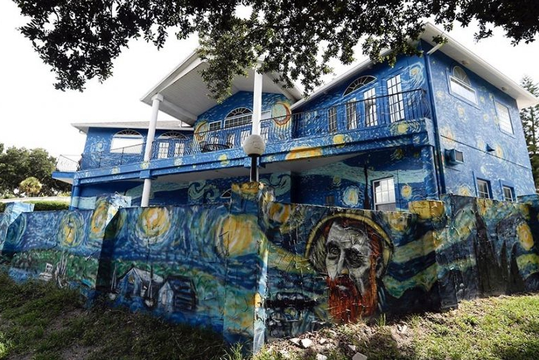 Florida family allowed to keep 'Starry Night' house mural
