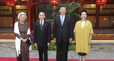 Chinese president, wife visit Cambodian King, Queen Mother