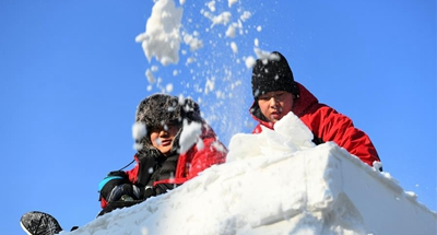 Snow sculpture competition kicks off in China's Heilongjiang