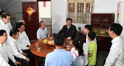 Xi visits village of old revolutionary base