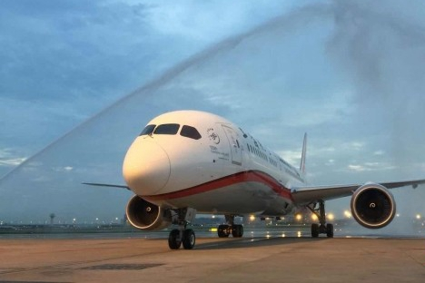 China's Shanghai Airlines receives its 1st Boeing 787 Dreamliner