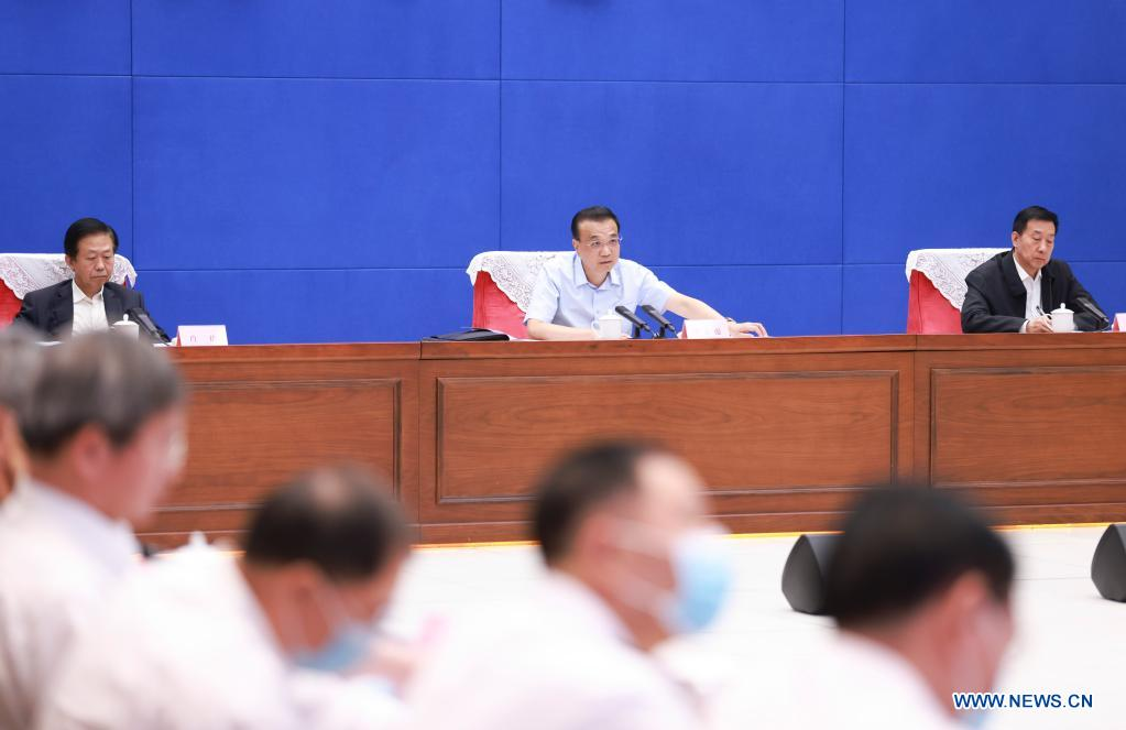 Premier Li stresses all-out efforts in flood control, disaster relief