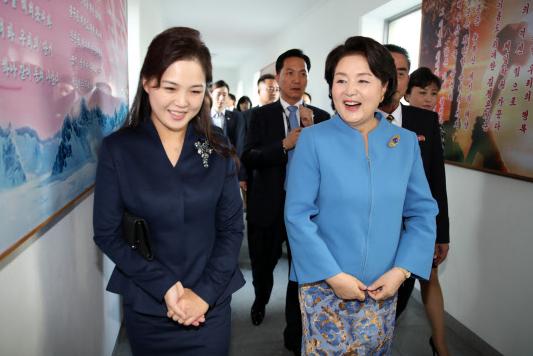 DPRK, South Korean first ladies visit Pyongyang hospital, music university