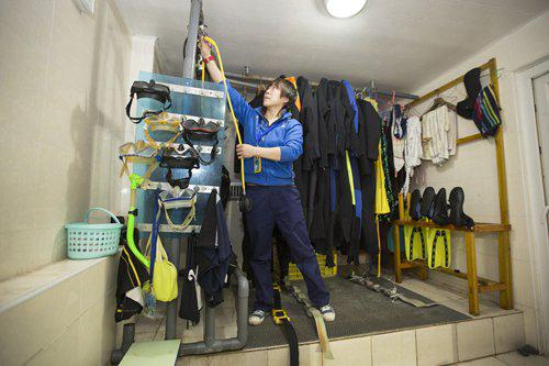 Liu sorts out diving suits and equipment. Photo: CFP