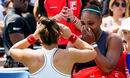 Bianca Andreescu (left) consoles Serena Williams during the Rogers Cup tennis tournament final on Sunday in Toronto, Canada. Photo: VCG