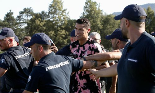 Juventus' Portuguese superstar Cristiano Ronaldo leaves the field as invaders run onto the pitch after a friendly match between Juventus A and Juventus B in Villar Perosa, Italy. Photo: VCG