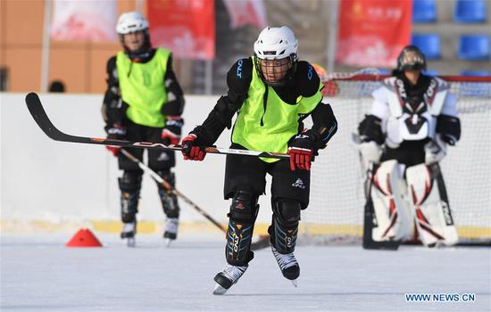 Erhanat (C) of ice hockey team of Wenyun County Primary School attends a training session in Fuyun County of Altay, northwest China's Xinjiang Uygur Autonomous Region, Jan 18, 2019. Wenyun County Primary School established their ice hockey team in 2013, the first campus ice hockey team in Altay, with the help of the Charles Wang Ice Hockey Hope Project. There are 50 players aging 10 to 14 in the team at present. Altay is enhancing local winter sports and fitness programs for its rich ice and snow resources, such as ice hockey, ice soccer, skiing and skating. (Xinhua/Sadat)