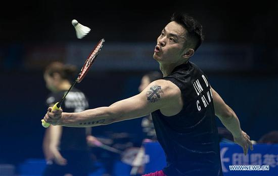 Lin Dan of China competes during the men's singles second round match against Chou Tien Chen of Chinese Taipei at the BWF Badminton Asia Championships 2019 in Wuhan, capital of central China's Hubei Province, on April 25, 2019. Lin Dan lost 0-2. (Xinhua/Xiong Qi)
