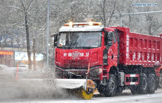 A snow sweeper removes snow from a road in Changchun, capital of northeast China's Jilin Province, Nov. 17, 2019. Some 14,000 sanitary workers and 3,000 vehicles are dispatched to clear the snow. (Xinhua/Yan Linyun)