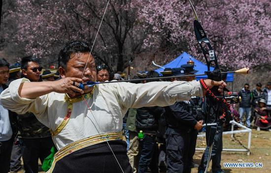 A man takes part in a competition during a kick-off ceremony for tourism season in Gongbo'gyamda County, southwest China's Tibet Autonomous Region, April 15, 2018. (Xinhua/Liu Dongjun)