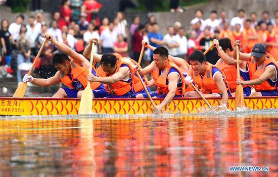 People take part in a dragon boat race to celebrate the Dragon Boat Festival on Daxihe River at Dahu Township of Liuyang City, central China's Hunan Province,, on June 6, 2019. The Dragon Boat Festival falls on the fifth day of the fifth month of the Chinese lunar calendar, or June 7 this year. (Xinhua/Peng Hongxia)