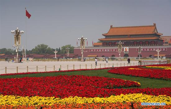 Photo taken on April 30, 2020 shows flower beds to celebrate the upcoming International Labor Day at Tian'anmen Square in Beijing, capital of China. (Xinhua/Ju Huanzong)