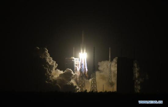 A Long March-5 rocket, carrying the Chang'e-5 spacecraft, blasts off from the Wenchang Spacecraft Launch Site on the coast of southern island province of Hainan, Nov. 24, 2020. China on Tuesday launched a spacecraft to collect and return samples from the moon, the country's first attempt to retrieve samples from an extraterrestrial body. (Xinhua/Yang Guanyu)
