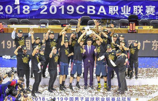 Photo taken on May 3, 2019 shows Guangdong Dongguan celebrating during the trophy ceremony after the forth round game between Guangdong Dongguan and Xinjiang Guanghui at the 2018-2019 Chinese Basketball Association (CBA) finals in Urumuqi, northwest China's Xinjiang Uygur Autonomous Region, on May 3, 2019. Guangdong Dongguan won 103-98 and claimed the title with a total score of 4-0. (Xinhua/Zhao Ge)