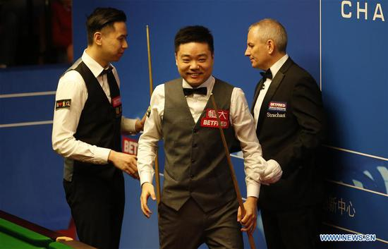 Ding Junhui (C) of China reacts after winning the first round match against his compatriot Xiao Guodong at the World Snooker Championship 2018 at the Crucible Theatre in Sheffield, Britain on April 24, 2018. (Xinhua/Craig Brough)