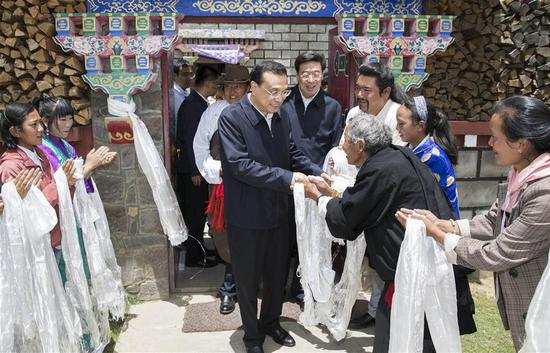 Chinese Premier Li Keqiang (C), also a member of the Standing Committee of the Political Bureau of the Communist Party of China (CPC) Central Committee, visits local residents of a village in Nyingchi, southwest China's Tibet Autonomous Region, July 25, 2018. Li made an inspection tour to Nyingchi, Shannan and Lhasa in Tibet Autonomous Region on July 25-27. (Xinhua/Huang Jingwen)