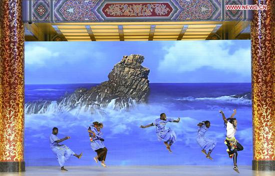 Artists stage a performance after a banquet held to welcome guests attending the Beijing Summit of the Forum on China-Africa Cooperation (FOCAC) at the Great Hall of the People in Beijing, capital of China, Sept. 3, 2018. (Xinhua/Yan Yan)