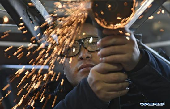 Zhu Yue works on building his