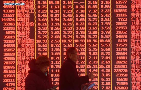 Investors are seen at a stock exchange in Hangzhou, east China's Zhejiang Province, Feb. 11, 2019, the first trading day of the Year of the Pig. China's major stock indices ended notably higher Monday as investors greeted the Year of the Pig in China's lunar calendar with bullish sentiment. The benchmark Shanghai Composite Index closed 1.36 percent higher at 2,653.9 points while the Shenzhen Component Index surged by 3.06 percent to close at 7,919.05 points. (Xinhua/Long Wei)