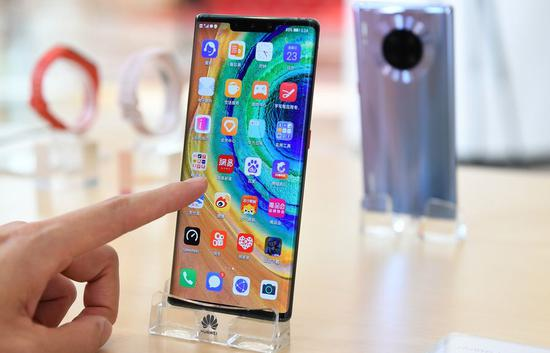 A visitor experiences Huawei's 5G Mate30 Pro at a press conference in Shenzhen, south China's Guangdong Province, Oct. 23, 2019. (Xinhua/Mao Siqian)