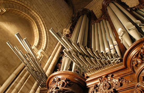 The organ at Notre Dame Cathedral in Paris, seen here on February 1, 2004. The pipe organ, one of the most famous in the world, survived the colossal fire that swept through the famed cathedral on April 15. The fire led to significant damage to the roof and interior of the building, and caused the collapse of a spire. [Photo: IC]