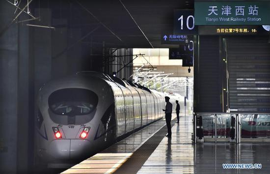 A bullet train daparts from Tianjin West Railway Station in north China's Tianjin, June 9, 2019. Sunday witnessed a travel rush as the Dragon Boat Festival holiday came to an end. (Xinhua/Yang Baosen)