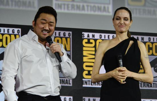 ngelina Jolie is introduced as a cast member for the latest Marvel Superhero film The Eternals during the Marvel Panel in Hall H during day 3 of 2019 Comic-Con in San Diego, Ca, July 20, 2019. Pictured: Dong -Seok Ma, Angelina Jolie. [Photo: IC]