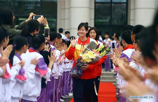 Students of Tianjin No. 11 Middle School welcome the members of Tianjin women's volleyball team at the playground in the school in Tianjin, north China, April 23, 2018. Tianjin women's volleyball team has claimed their 11th Chinese Women's Volleyball Super League title this year. (Xinhua/Liu Dongyue)