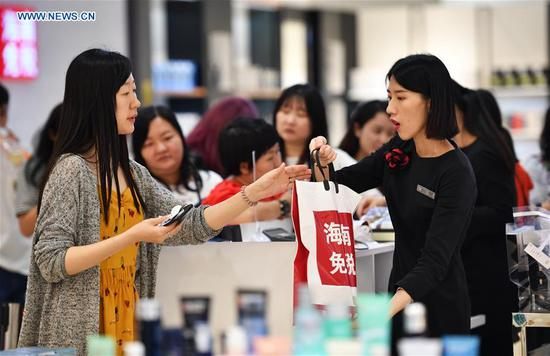 People shop at a duty free shop in Haikou, capital of south China's Hainan Province, May 2, 2019. (Xinhua/Guo Cheng)