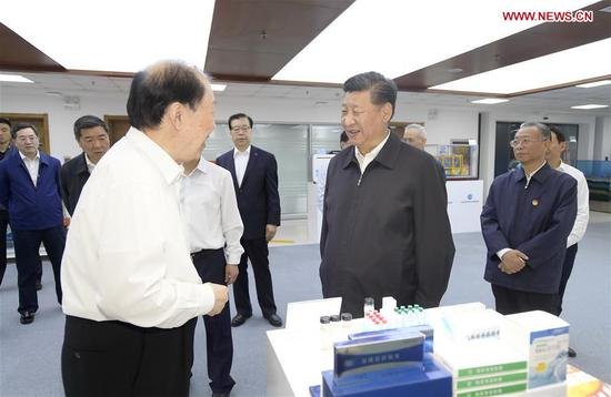 Chinese President Xi Jinping, also general secretary of the Communist Party of China Central Committee and chairman of the Central Military Commission, talks with academician of Chinese Academy of Engineering Guan Huashi at Pilot National Laboratory for Marine Science and Technology during an inspection tour in Qingdao, east China's Shandong Province, June 12, 2018. (Xinhua/Li Xueren)