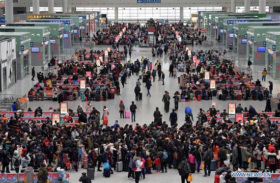 Passengers are seen at the station hall of Nanchangxi Railway Station in east China's Jiangxi Province, Feb. 10, 2019. Railway trips in China reached 60.3 million during the week-long Spring Festival holiday from Feb. 4 to Feb. 10, data from the national railway operator showed Monday. (Xinhua/Peng Zhaozhi)