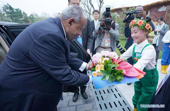 Djiboutian President Ismail Omar Guelleh receives flowers as he visits the Djibouti Pavilion at the central Africa joint garden of the International Horticultural Exhibition 2019 Beijing, in Beijing, capital of China, April 28, 2019. (Xinhua/Wang Yuguo)