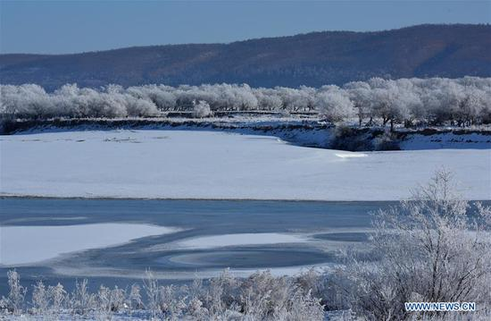 Photo taken on Oct. 30, 2019 shows the rime scenery at the Huma section of the Heilongjiang River in northeast China's Heilongjiang Province. (Photo by Zhou Changping/Xinhua)