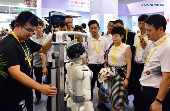 An exhibitor introduces a humanoid robot at the 20th China International Fair for Investment and Trade in Xiamen, southeast China's Fujian Province, Sept. 8, 2018. (Xinhua/Wei Peiquan)