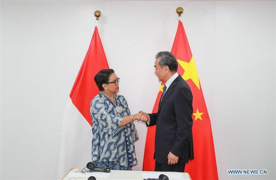 Chinese State Councilor and Foreign Minister Wang Yi (R) meets with Indonesian Foreign Minister Retno Marsudi in Bangkok, Thailand, on July 30, 2019. (Xinhua/Zhang Keren)