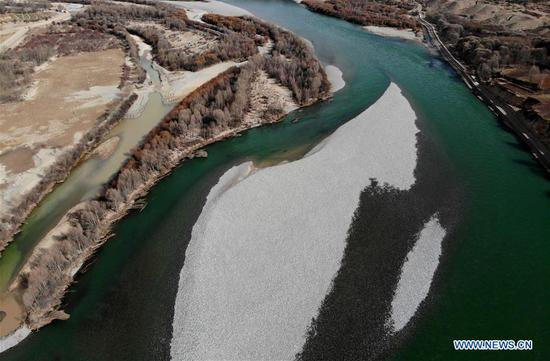 Aerial photo taken on March 10, 2019, shows the Yellow River flowing through Guide County, the Tibetan Autonomous Prefecture of Hainan, northwest China's Qinghai Province. (Xinhua/Zhang Hongxiang)