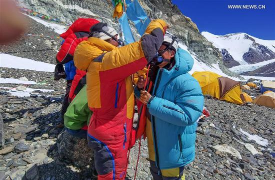 Chen Gang(R), a surveyor from the Ministry of Natural Resources, practices using oxygen mask at an altitude of 6,500 meters on Mount Qomolangma, May 18, 2020. A Chinese mountaineering team on Monday released a list of 12 people, including two surveyors, who will climb to the peak of Mount Qomolangma. If everything goes smoothly, they will arrive at the peak on May 22 to conduct surveys in gravity, global navigation satellite systems, weather and depths of ice and snow. Chen Gang and Wang Wei, both of whom are surveyors from the Ministry of Natural Resources, are on the list. If either of them manages to arrive at the peak, it will set a record for Chinese surveyors setting foot on the world's highest mountain peak, according to the team. The names of a support squad and a backup squad were also released on Monday. (Xinhua/Lhapa)