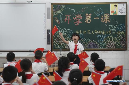 Students of the Primary School Attached to Nanjing Normal University chorus the song
