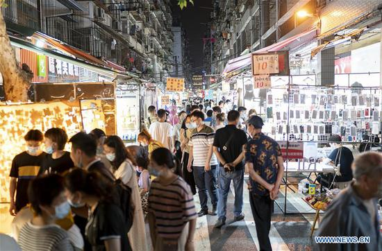 People visit a night market at Baocheng Road in Wuhan, central China's Hubei Province, June 1, 2020. Wuhan, once hit hard by COVID-19, has seen its urban life gradually back to normal. (Xinhua/Xiong Qi)