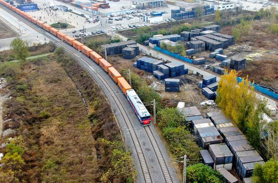 Aerial photo shows a China-Europe freight train bound for Helsinki, Finland departing from Putian Station of Zhengzhou, central China's Henan Province, Nov. 20, 2020. (Xinhua/Hao Yuan)