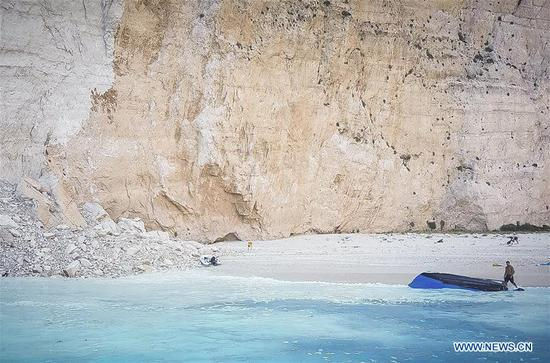 Photo taken on Sept. 13 shows the rock slide site on the island of Zakynthos, western Greece. Three tourists were slightly injured during a rock slide at a popular beach on the island of Zakynthos in western Greece on Sept. 13. (Nikolopoulos Antonis)