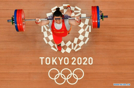 Li Wenwen of China competes during the Weightlifting Women's +87kg Final at Tokyo 2020 Olympic Games in Tokyo, Japan on Aug. 2, 2021. (Xinhua/Xu Zijian)